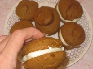 Pumpkin Whoopie Pies (11)