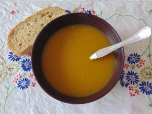 30-minute-vegan-pumpkin-pine-nut-soup