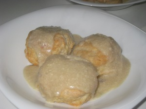 biscuits-and-white-pepper-gravy-1